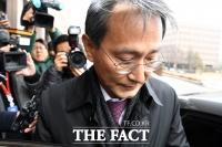 [TF포토] '검찰인사의 결과는?'…회의 마치고 떠나는 이창재 위원장