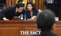[TF포토] 대화 나누는 박광온-나경원