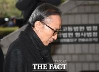 [TF포토] 고개 숙인채 법정 향하는 MB