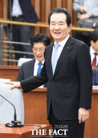 [TF포토] 취재진 응시하는 정세균 국무총리 후보자