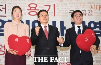 [TF포토] 자유한국당에 영입된 체육계 '미투 1호'와 탈북민 인권운동가
