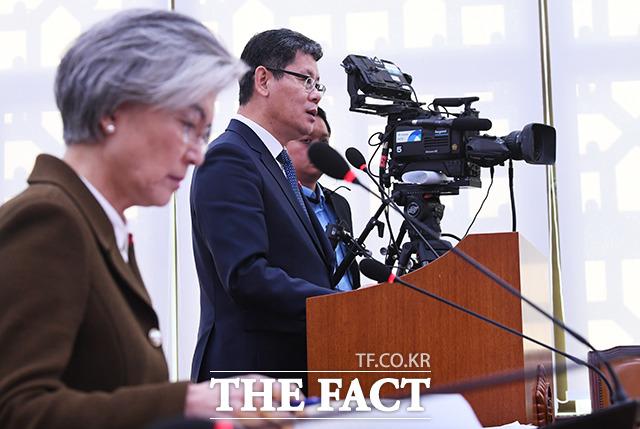 김연철 통일부 장관(오른쪽)이 9일 오전 서울 여의도 국회에서 열린 외교통일위원회 전체회의에 출석해 현안 보고를 하고 있다. / 국회=배정한 기자