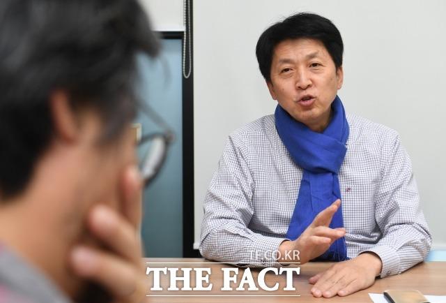 오 예비후보가 도봉을의 가장 큰 문제가 무엇이냐는 질문에 서울 시내 여러 곳에 직접 연결되는 교통을 개선해야 한다라고 꼽았다. 오 예비후보가 교통 문제와 관련해 자신의 생각을 이야기하고 있다. /이새롬 기자