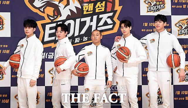 핸섬타이거즈 YB 유선호, 이태선, 쇼리, 차은우, 문수인(왼쪽부터)