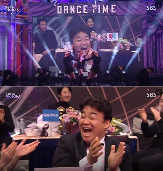 백종원은 지난달 28일 열린 2019 SBS 연예대상에 참석해 공로상을 받았다. /SBS 2019 연예대상 캡처