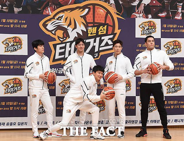 핸섬타이거즈 OB 서지석, 이상윤, 김승현, 강경준, 줄리엔 강(왼쪽부터)