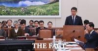 [TF포토] 외통위 전체회의 출석한 김연철 통일부 장관