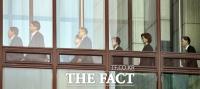 [TF포토] '윤석열 총장과 식사하러가는 간부들'
