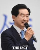 [TF포토] 문석균 북 콘서트서 축사하는 안병용 의정부 시장
