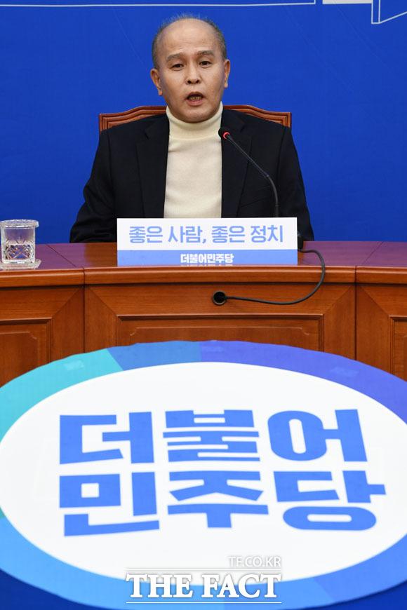 더불어민주당의 일곱 번째 영입 인사 이용우 카카오뱅크 공동대표가 12일 오후 서울 여의도 국회에서 열린 인재영입 발표식에 참석해 소감을 말하고 있다./국회=남윤호 기자