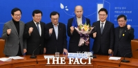 [TF포토] 이용우 대표, 스톡옵션 52만주 포기하고 민주당 입당