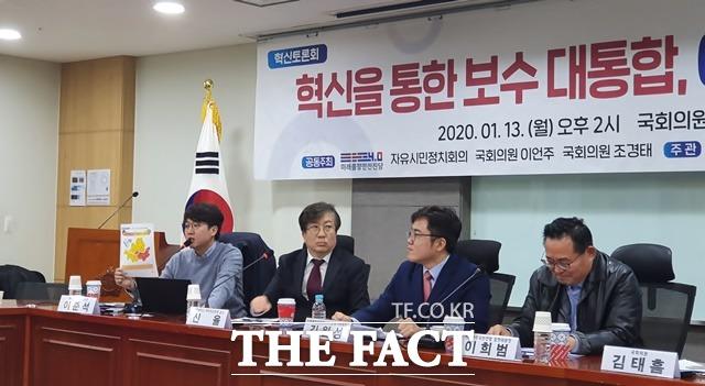 이준석 새로운보수당 젊은정당비전위원장은 13일 혁신토론회에서 2012년 대선 때 민주당이 이긴 서울 지역에 (보수진영의) 대선주자급, 중진들이 다 나가야 한다. 이런 각오가 아니면 통합의 진정성을 얻기 어려울 것이라고 말했다. /허주열 기자