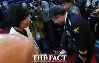 [TF사진관] 추미애 찾아 '고개 숙인' 민갑룡... '웃음 가득'