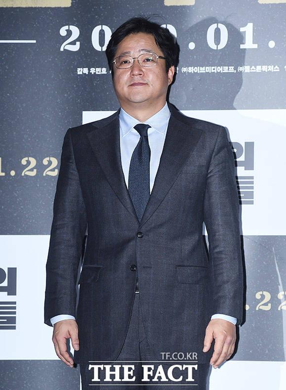 배우 곽도원이 15일 오후 서울 용산구 CGV 용산아이파크몰에서 열린 영화 남산의 부장들의 언론시사회에 참석해 포즈를 취하고 있다. /이동률 기자