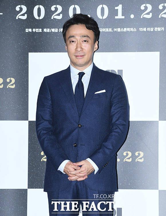 배우 이성민이 15일 오후 서울 용산구 CGV 용산아이파크몰에서 열린 영화 남산의 부장들의 언론시사회에 참석해 포즈를 취하고 있다. /이동률 기자