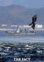 [TF포토] 해상 인명구조 훈련 하는 SSU