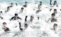 [TF포토] 진해 바다 달군 SSU 대원들의 열기