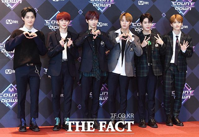 그룹 베리베리가 16일 오후 서울 마포구 CJ E&M센터에서 열린 Mnet 엠카운트다운 리허설 전 포토타임을 갖고 있다. /이동률 기자