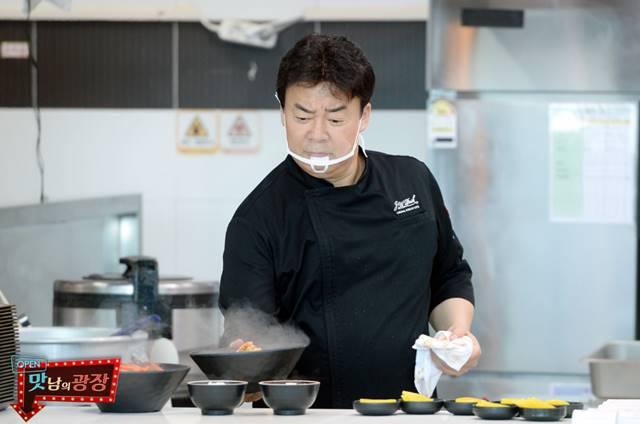 백종원은 지난해 12월 첫 방송을 시작한 맛남의 광장으로 시청자들의 관심을 받고 있다. /SBS 맛남의 광장