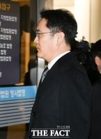 [TF포토] 법정 들어서는 이재용 부회장