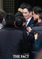 [TF포토] 시민들 항의에 난감한 이재용 부회장