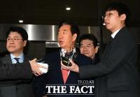 [TF포토] 시민단체 항의에 당황한 김성태 의원