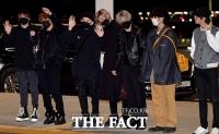 [TF사진관] 방탄소년단, '공항 밝히는 꽃미모들~'