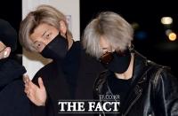 [TF포토] RM-지민, '팬서비스는 확실히~'