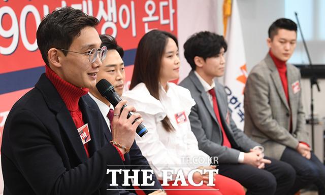 발언하는 91년생 최현석 씨(왼쪽)
