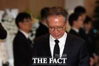 [TF포토] 침통한 표정으로 빈소 나서는 김형오 공관위원장