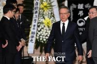 [TF포토] 조문 마치고 빈소 나서는 김형오 자유한국당 공관위원장