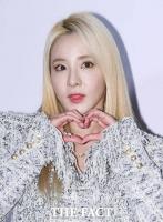 [TF포토] 산다라박, '사랑의 하트 듬뿍 받으세요~'