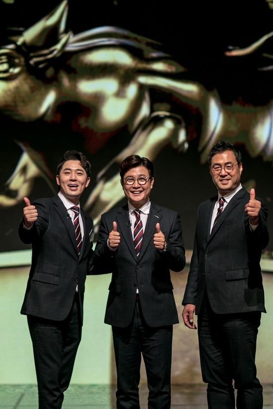 김성주(가운데), 붐(왼쪽), 이만기(오른쪽)가 재치 넘치는 중계와 해설로 씨름의 희열에 재미를 더하고 있다. /KBS 제공