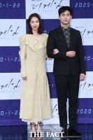 [TF포토] 이연희-옥택연, '진리의 블랙 화이트 조합'