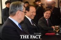 [TF포토] '미소짓는 전직 대표들'
