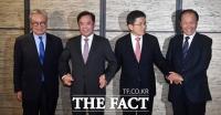 [TF포토] 전직 당 대표들 만난 황교안