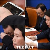[TF사진관] '휴대전화에 나 있다'… 본인 뉴스 모니터링 하는 이해찬 대표