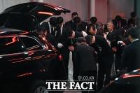 [TF포토] 고 신격호 회장 발인, '마지막 인사'