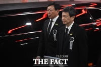 [TF포토] 담담한 표정의 신동빈-신동주