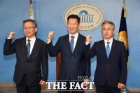 [TF포토] 더불어민주당 입당한 강태웅-곽상언-박종국