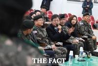 [TF포토] 질문하는 유승민 의원
