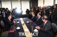 [TF포토] '오찬 갖는 자유한국당 전직 대표들'