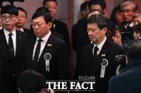[TF포토] 고 신격호 회장 발인 참석한 신동빈-신동주