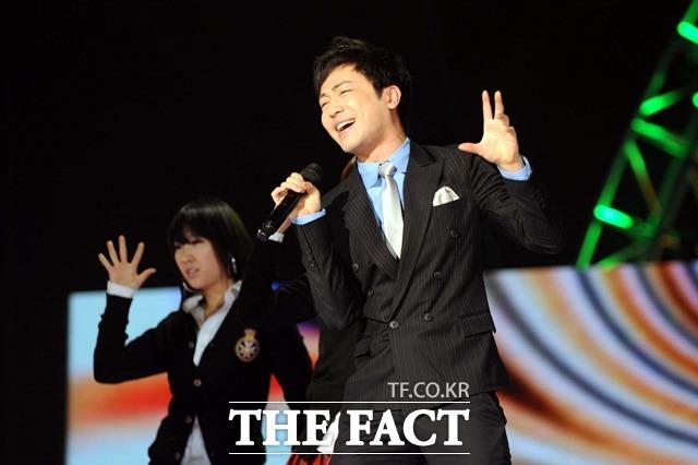 박현빈은 데뷔 당시 드라마 내이름은 삼순이로 가장 핫한 배우였던 현빈의 이름을 예명으로 차용했다. 사진은 2008년 SBS 가요대제전 당시. /더팩트 DB