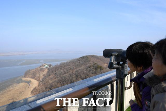 설날에도 갈 수 없는 먼 북한땅을 바라볼 수 밖에 없는 슬픈 현실, 하루빨리 개선되기를 기원합니다.