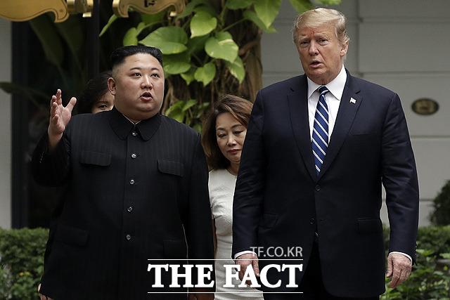 도널드 트럼프 미국 대통령이 1차 북미회담을 앞두고 열린 비공개 기부자 만찬 자리에서 김정은 북한 국무위원장에 대한 발언을 한 것으로 드러났다. /하노이(베트남)=AP.뉴시스