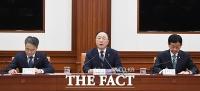 [TF포토] 긴급 경제장관회의서 모두 발언하는 홍남기 부총리