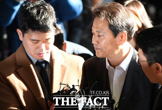 임종석 전 대통령비서실장은 30일 서울중앙지검에 출석해 11시간여 조사를 받은 뒤 귀가했다./임세준 기자