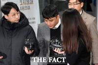 검찰,'성매매 알선·상습도박 혐의' 승리 기소