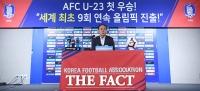 [TF포토] 'AFC U-23 첫 우승'...소감 밝히는 김학범 감독